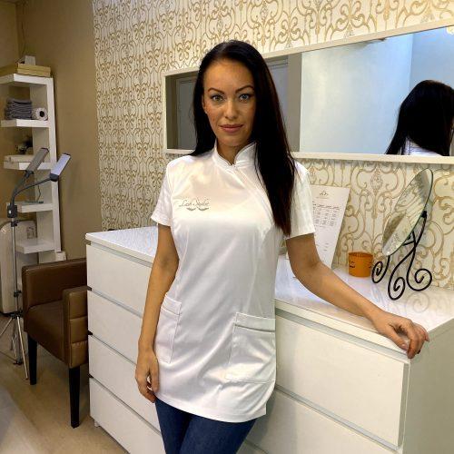 Bluză pentru stilisti de gene sau cosmeticiene din satin, cu fermoar